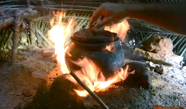 Primitive-technology-pottery-stove-fire-clay-tools-bushcraft-5